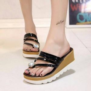 Sepatu Wanita Sendal Wedges Jempol Hitam