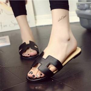 Grosir Sepatu Wanita Murah - Sandal Hermes Hitam TR11