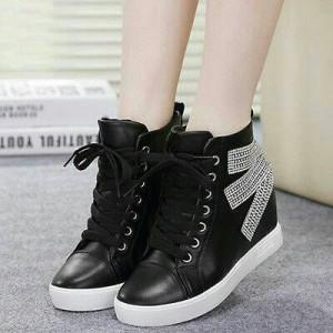 Grosir Sepatu Wanita Murah - Boots Pasir Hitam