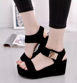 Grosir Sepatu Sandal Wanita Murah - Wedges T135 Hitam