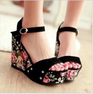 Sepatu Wanita Wedges Bunga Ien Hitam