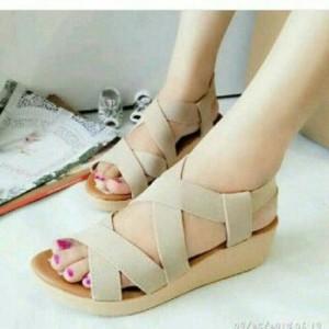 Sepatu Wanita Sendal Wedges Santai Jalan Karet Cream