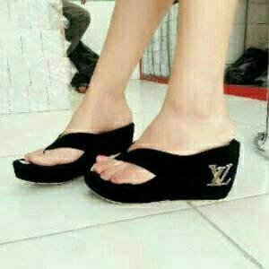 Sepatu Wanita Wedges Lv On42