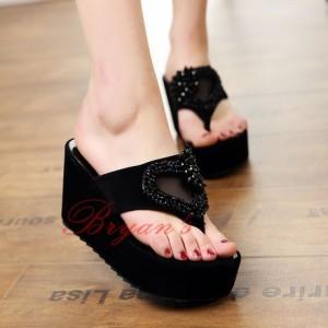 Sepatu Wanita Wedges Love Mote Hitam