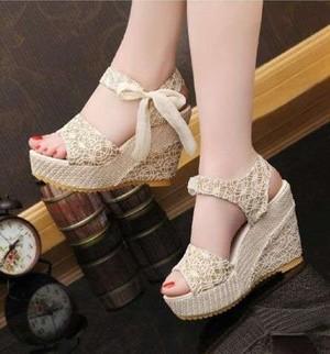 Sepatu Wanita Wedges Brukat Pita- Adl 888 Cream