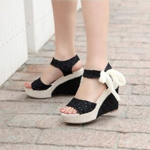 Sepatu Wanita Wedges Brukat Pita- Adl 888 Hitam