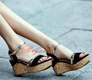 Sepatu Wanita Wedges Hitam InsTant