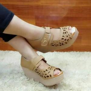 Sepatu Wanita Boot Laser Kokop Cream