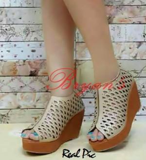 Sepatu Wanita Wedges Boot Laser Trendy Cream