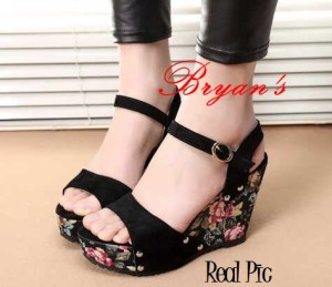 Sepatu Wanita Wedges Bunga