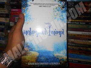 Buku novel Melampaui Mimpi By Ginan Koesmayadi dan Sundea
