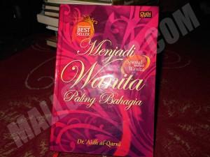 buku novel Menjadi Wanita Paling Bahagia - `Aidh al-Qarni
