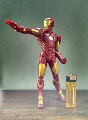 MAINAN ACTION FIGURE IRONMAN PVC TINGGI 20 CM