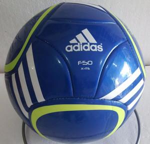Bola kaki Adidas