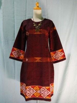 dress tenun Toraja maroon