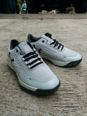 Sepatu Basket/Sneakers Under Armor 3C Curry Man import Grey.