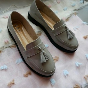 vintage shoes grey