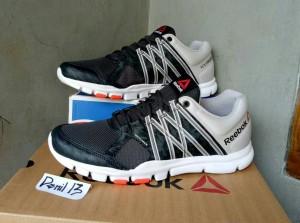 reebok yourflex train. ORIGINAL Sepatu Running Gym Fitnes Reebok Yourflex Train 8.0
