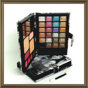 NAKED 8 EYESHADOW DOMPET UK SEDANG