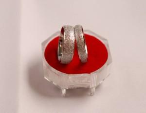 cincin couple unik'bahan titanium asli'.anti karat ,pudar.