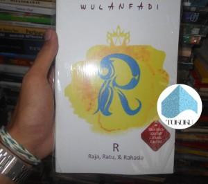 Buku Novel R : Raja, Ratu, & Rahasia By Wulanfadi