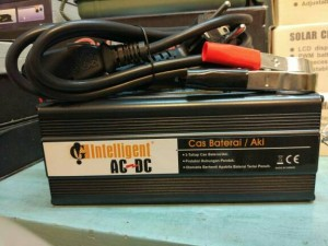 charger baterai/ charger aki intelligent AD10-12 12v 10ah 12 v 10 ah