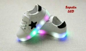 sepatu led white(sepatu keren dengan lampu led warna warni)