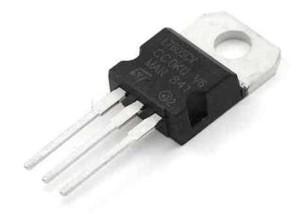 L 7805 DIP voltage regulator