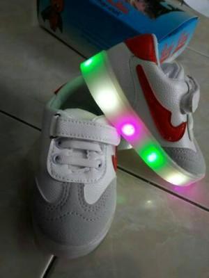 Sepatu fashion LIGHT