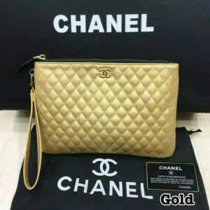 Chanel clucth gold