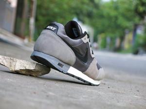 Promo Murah Sepatu Pria Nike MD Runner Suede Abu-Abu Kombinasi Hitam A