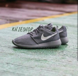 "ORIGINAL BNWB NIKE ROSHE ONE ""DARK GREY/WHITE"""