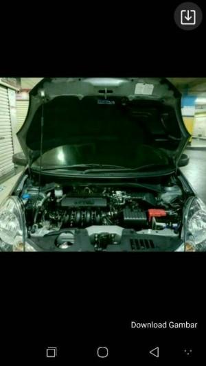 Peredam hitam berlubang filter kap mesin Mobilio RS 2017