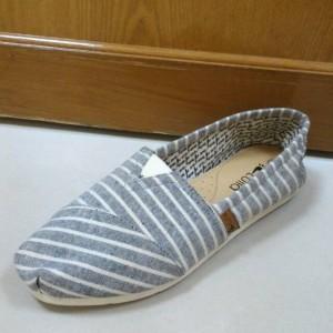 Sepatu Flat Kanvas merk Lulia (size 40 - 41)