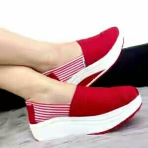 Slip On Wedges Toms Merah WSW15
