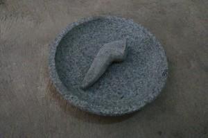 Cobek batu 22 cm. Batu gunung asli ( sudah termasuk anak tumbukanya )