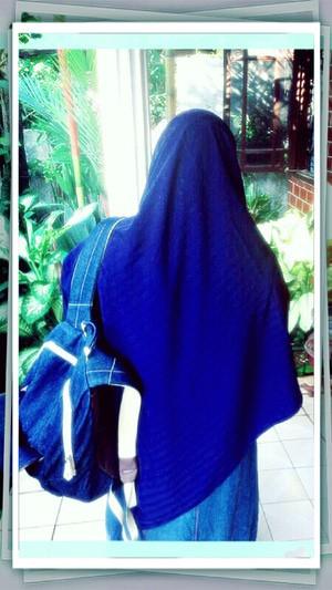 Hijab Segi Empat Bahan Wolfis Warna Biru Elektrik