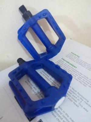 pedal bmx biru