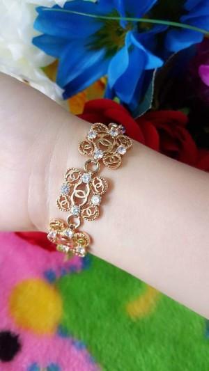 gelang tangan bunga bunga chanell