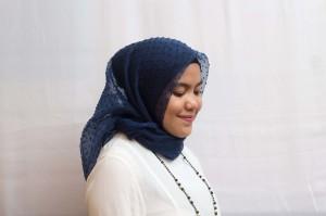 Hijab Cantik Organza Dot murah hits (kerudung/jilbab/square)