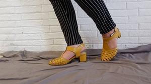 sepatu wanita kuning