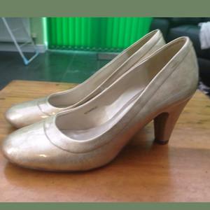 Clarks Gold size 5.5 UK (38.5 EU)