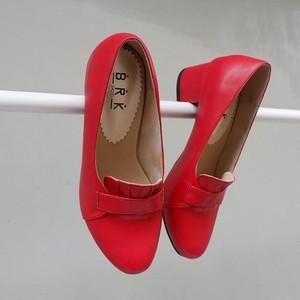 sepatu wanita merah cabai