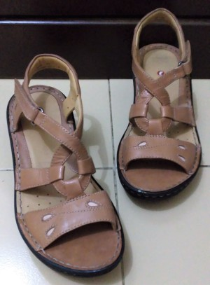 Clarks Leather Wedges Sandals[NEW WITHOUT TAGS, NO BOX] size 4 UK (37)