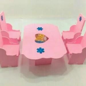 Mainan Meja Makan Set Kursi Kayu Barbie