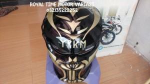 Helm Predator Taring Black Titanium Gold