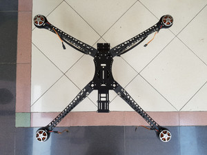 1 unit Quadcopter including 4 buah motor baling-baling.