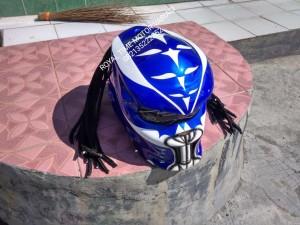 Helm Predator Taring Biru Putih