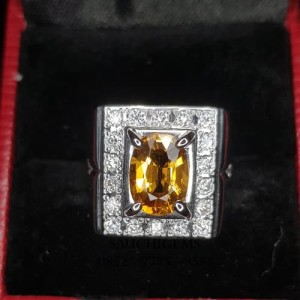 SG-073 TOP COLOUR VVS ± 3CT YELLOW SAPPHIRE SET IN WHITE GOLD 18K