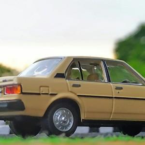 tomica limited vintage Corolla dx krem skala 64